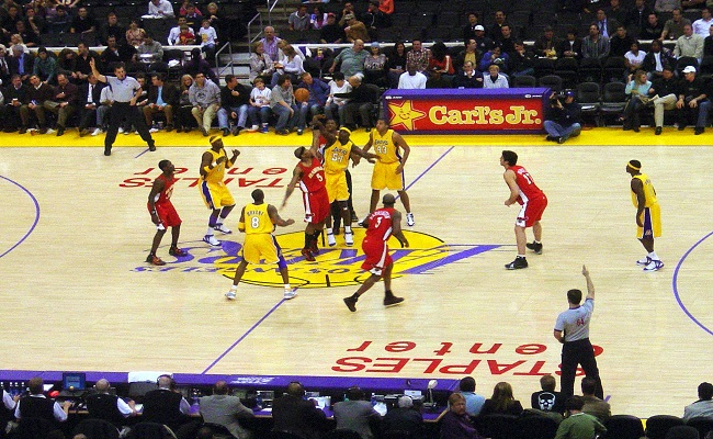 Why Los Angeles Have Two NBA Teams?